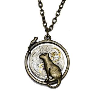 Reloj-collar-hecho-a-mano-con-diseno-de-gato-y-raton