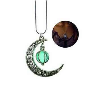 Luna-con-brillo-turquesa-en-la-oscuridad